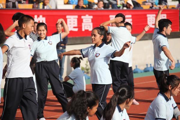 民族舞蹈展示.JPG