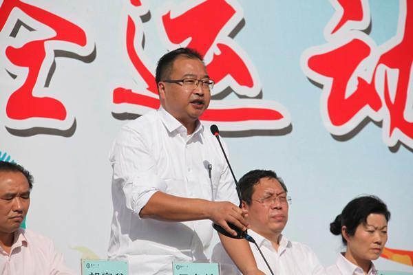王冬魁副校长宣布运动会开幕.JPG