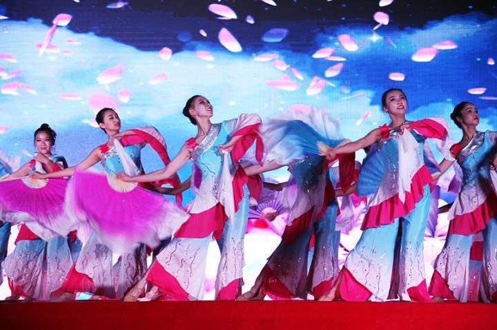校舞蹈团《风酥雨忆》.jpg
