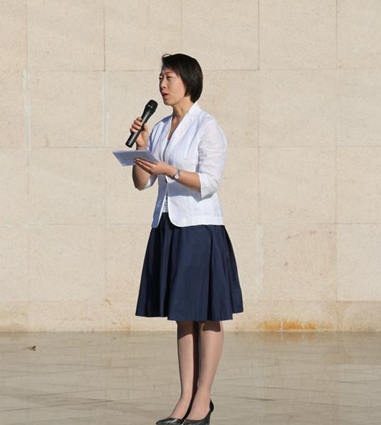 澳门永利娱乐场y8cc副校长张磊在升旗仪式上发言.JPG