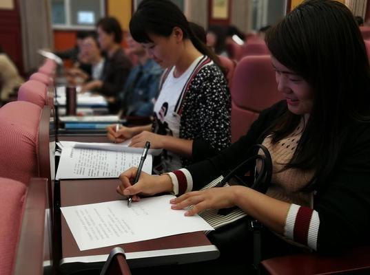 全体党员现场签订《中共郑州市第五十七中学委员会党风廉政建设承诺书》.jpg