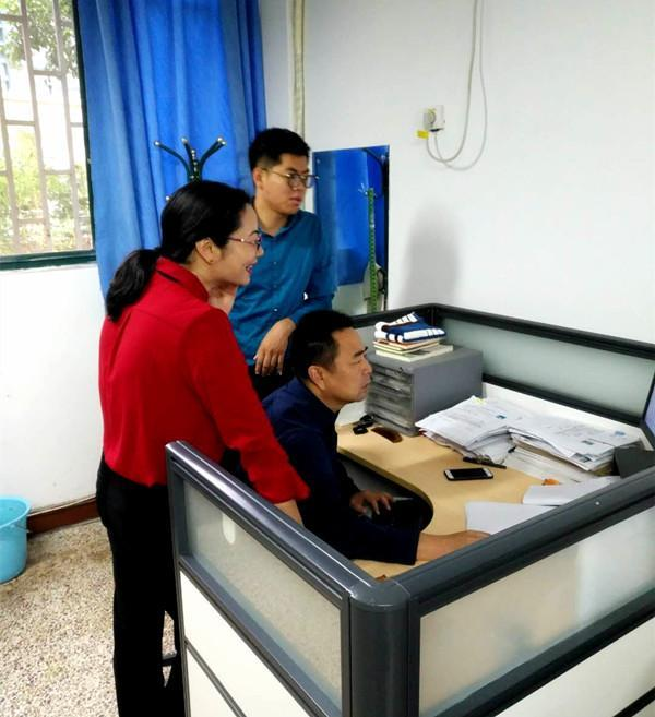 年级辅导员建立受助学生电子档案.jpg