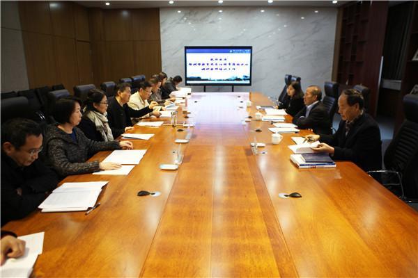 郑州市教育局党组成员、副局长曾昭传一行到郑州4008.com云顶集团调研指导教师培养工作.JPG
