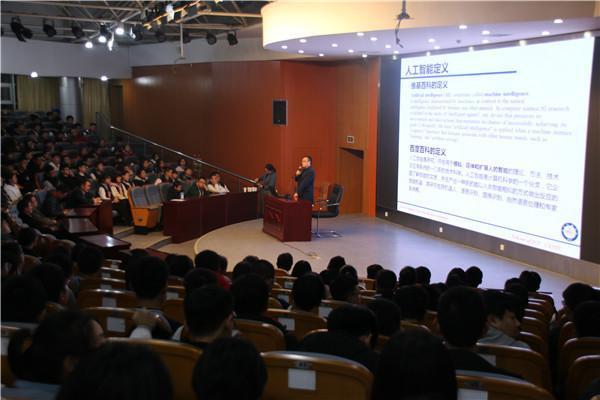 程建教授在做《人工智能》讲座.JPG