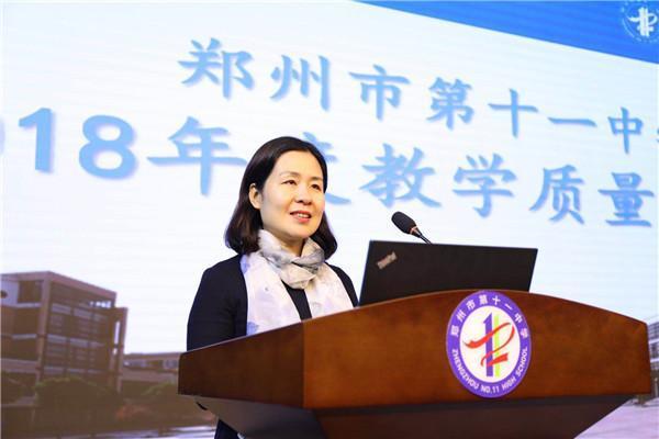 丁淑萍老师代表英语组分享经验.jpg