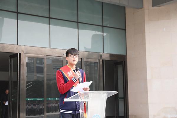 校学生会主席孙董楷同学宣读倡议书.jpg
