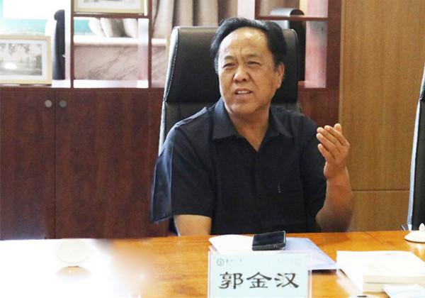 郑州市教育局关工委主任郭金汉了解家校工作建设.jpg